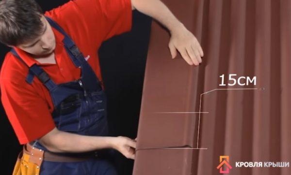 Щипцовые элементы (если они используются) устанавливаются с нахлестом друг на друга в 15 см