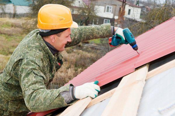 Как покрыть крышу профнастилом