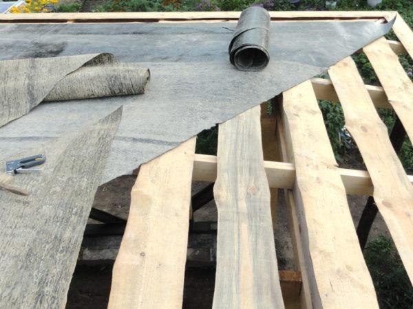 Кроем крышу рубероидом