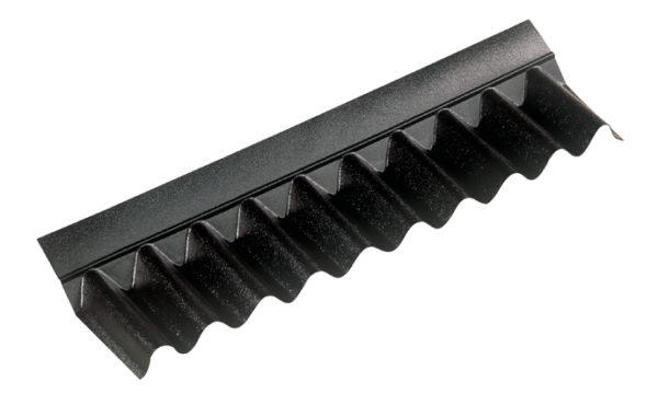 Покрывающий фартук закрывает стык между ондулином и вертикальной стеной или печной трубой