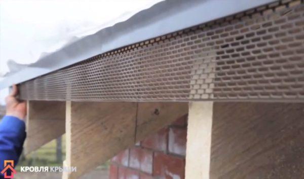Установка вентиляционной сетки