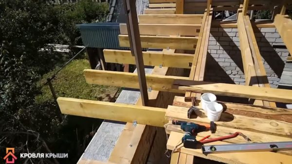 Монтаж деревянных выносов