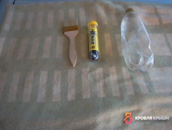 Понадобится холодная сварка, кисть и бутылка с водой
