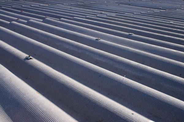 Крыша из шифера может прослужить более пятидесяти лет