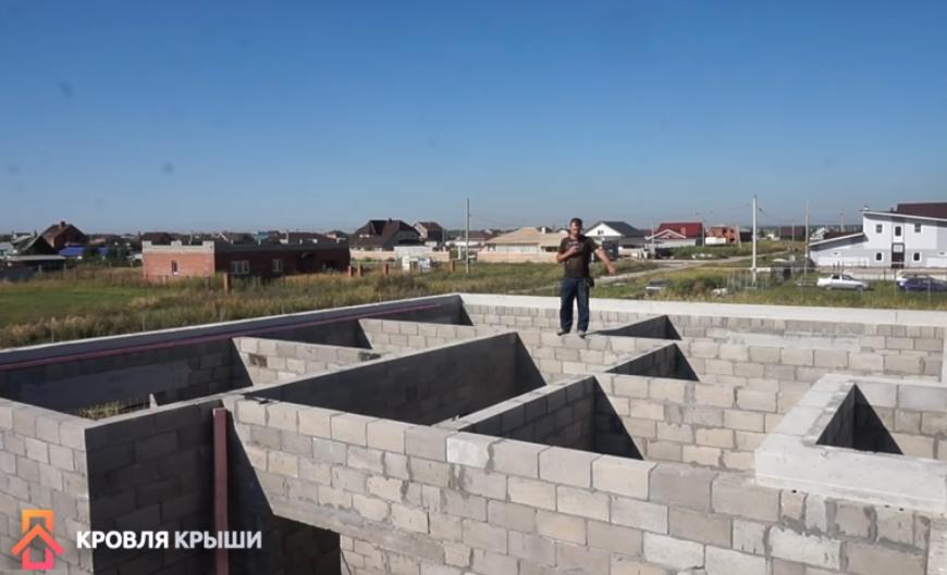Четырехскатная вальмовая крыша: преимущества, возведение