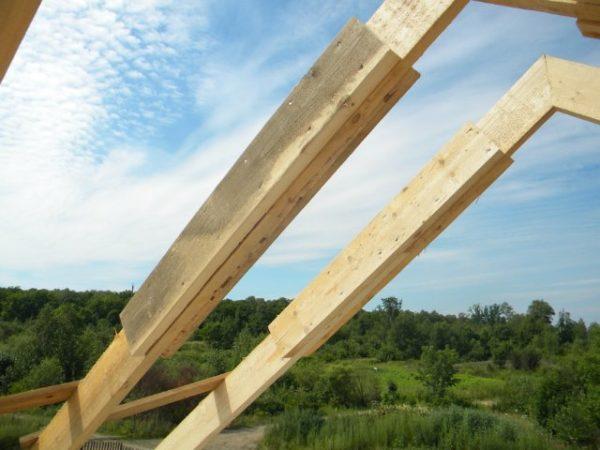 Сростка стропил. Накладка с 2 сторон в виде метровой доски 150х50