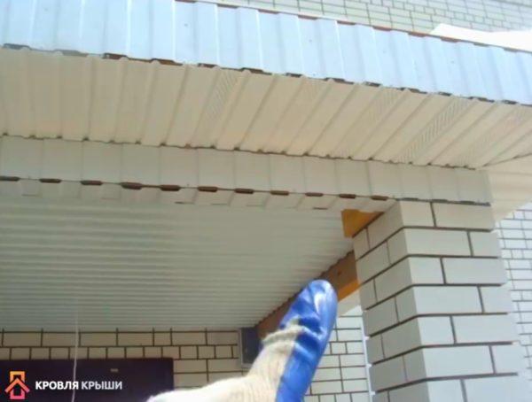 Еще одно фото подшитого потолка и софитов