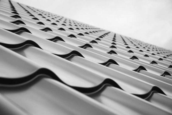 Некоторые производители используют электролизную оцинковку металла, при которой продукт получает очень тонкую толщину цинкового слоя, а значит и низкие показатели защитного покрытия