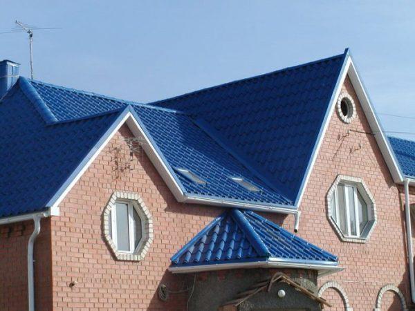 Трехскатная крыша крыльца
