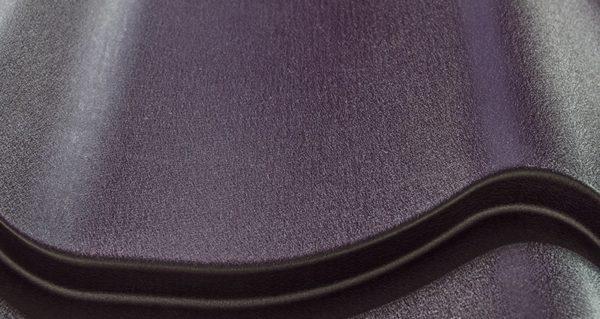 Металлочерепица с покрытием пурал отличается высокой прочностью, устойчивостью к механическим повреждениям и нагрузкам