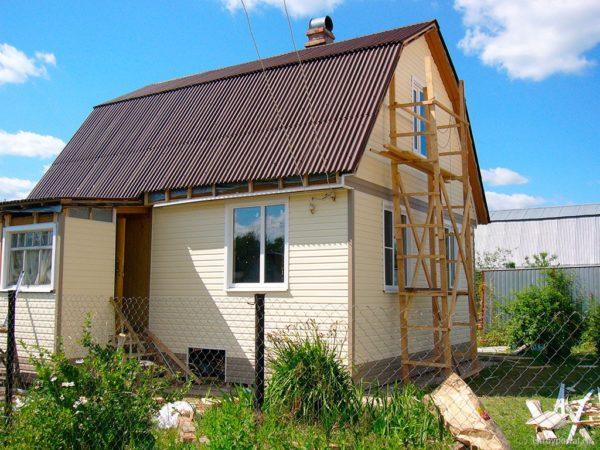 Дачный домик с ондулиновой крышей