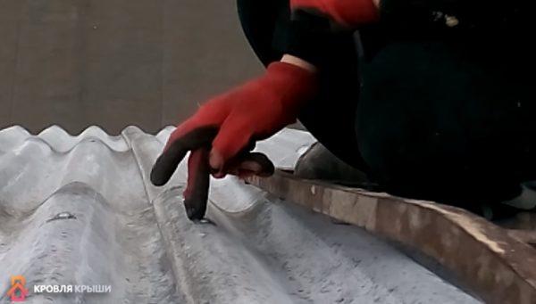 Заделывать место крепления силиконом не обязательно