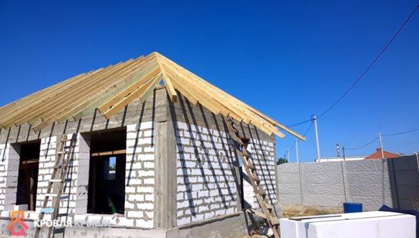 Фото процесса строительства крыши