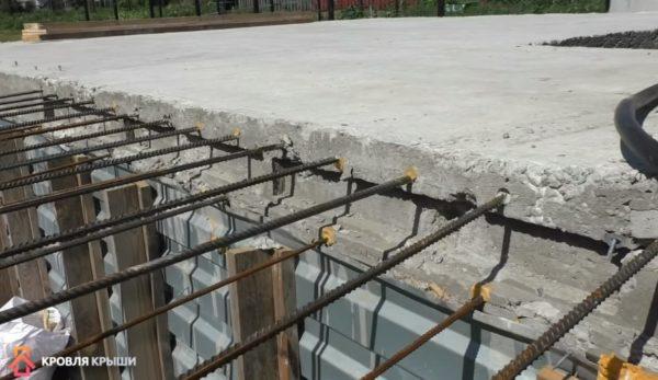 Выпуск арматуры из плит перекрытия для балкона