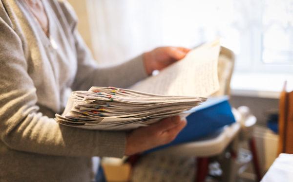 Если с ремонтом кровли затягивают, начинайте готовить документы для обращения в суд