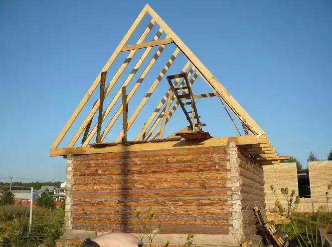 Крепление деревянной балки к стене