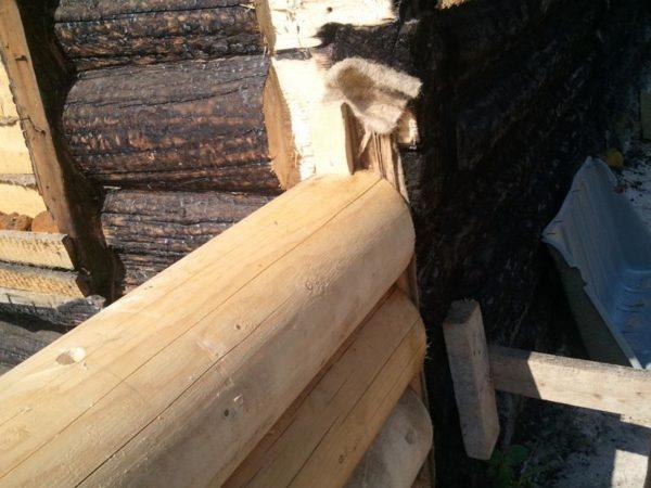 Пример стыковки стен пристройки из сруба к дому