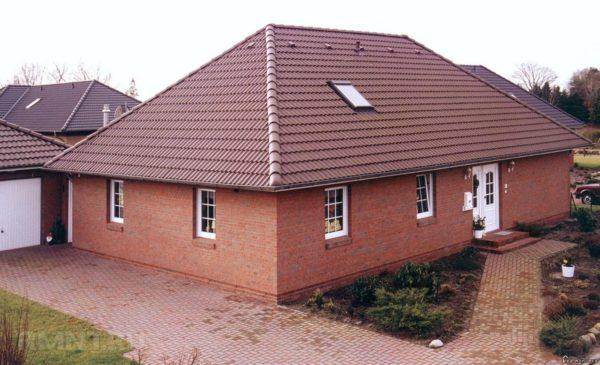 Вальмовая крыша может быть полностью симметричной