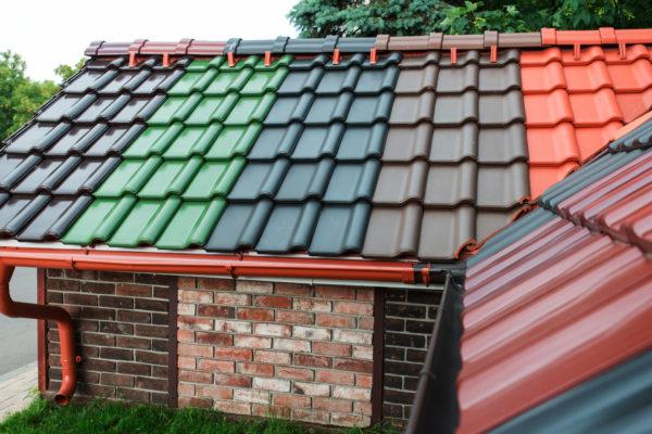 Крыши из металлочерепицы очень популярны