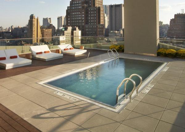 Плоская крыша с бассейном