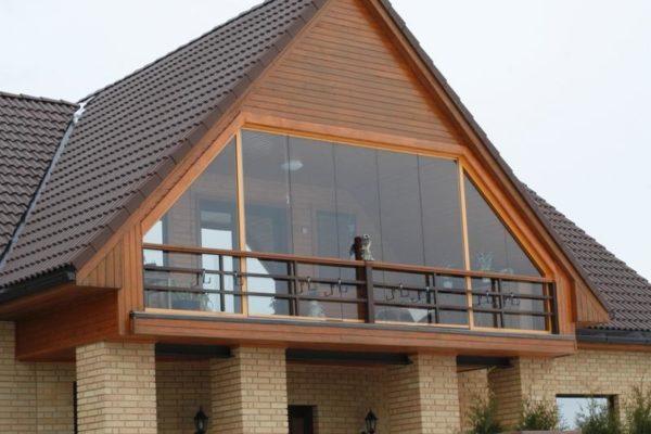 Балкон в крыше мансарды