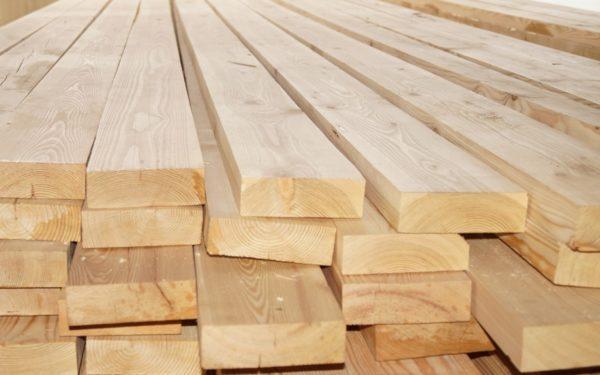 Вид древесины и сортность - важные факторы, которые учитывают при расчетах