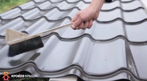 Удаление пыли и стружки мягкой щеткой