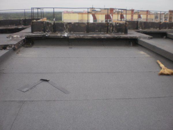 Рубероид на крыше фото