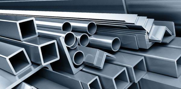 В качестве железного каркаса для шифера может выступать конструкция из стальных уголков или труб круглого и квадратного сечения