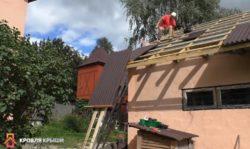 Подъем ондулина на крышу