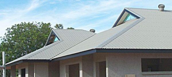 Хризотилцементный шифер оказывает меньшее давление на стропильную систему и фундамент дома
