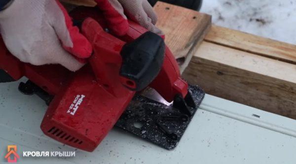Обрезка заводского гребня