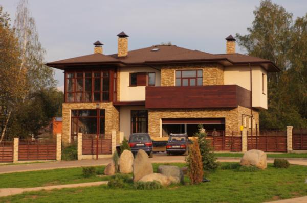 Частный дом в Киеве. Трубы с колпаками