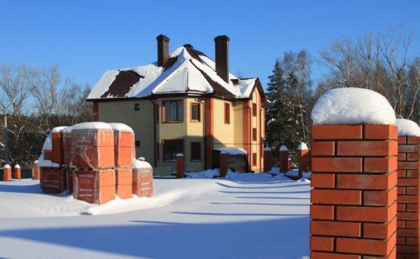 Частный дом в России. Трубы с колпаками