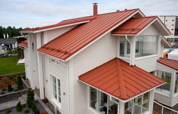 Крыша из оцинкованного листа окрашенного
