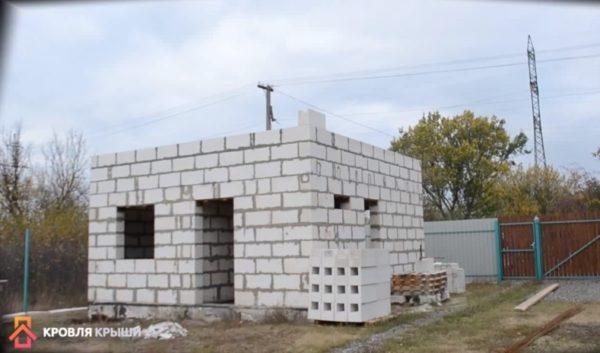 Блоки нужно поднять настены