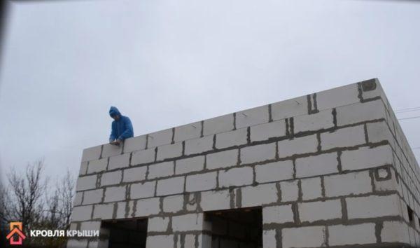 Крепление шпилек для будущей террасы