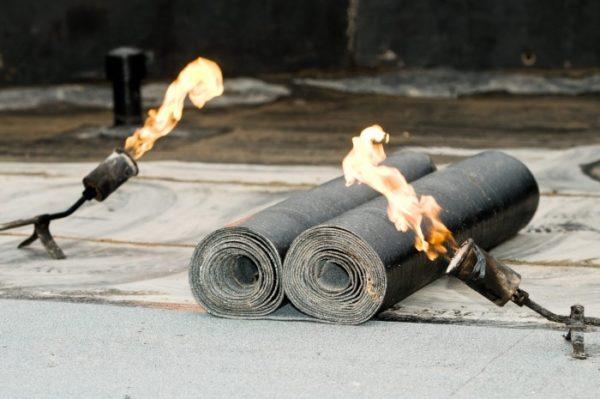 Укладка материала осуществляется с помощью открытого огня