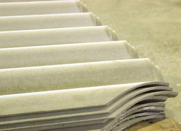 Фото волнистых хризотилцементных листов со срезанными диагонально-противоположными углами