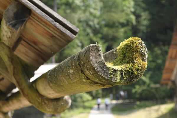 Раньше деревянные крыши и водостоки относились к бюджетному варианту обустройства дома
