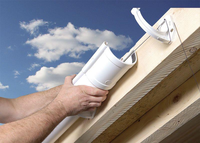 Монтаж водостока для крыши своими руками пошагово