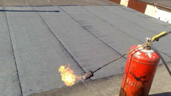 Покрытая рубероидом крыша