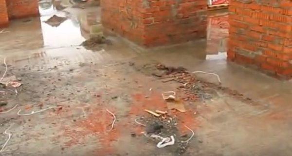Прежде всего крышу нужно очистить от мусора