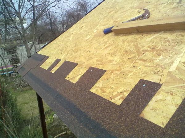 Для гибкой черепицы необходимо сплошное основание на крыше