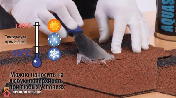 Процесс заделывания трещин на кровле из гибкой черепицы