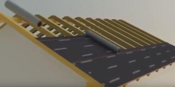 Все последующие полосы мембраны укладывают с нахлестом 10 см