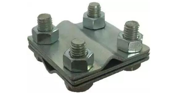 Для соединения токоотвода идущего от молниеприемной сетки с заземлителем используют зажим крестовой с разделительной пластиной