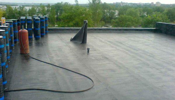 Послезавершения герметизации крышинадовсепривести в порядок, нельзя оставлять горелку и баллон на улице