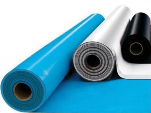 Гидроизоляционные пленки отличаются между собой по цвету, плотности, толщине