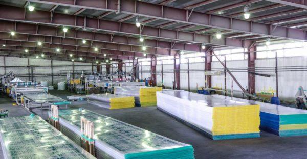 Сейчас производством поликарбоната для строительных целей занимается множество компаний по всему миру